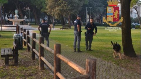 Maxi blitz ai Giardini Morandi: la Polizia espelle due nigeriani e ...