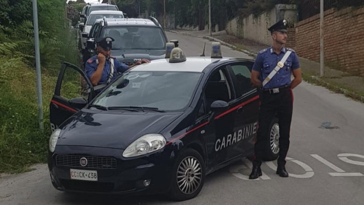 I carabinieri della Compagnia di Catanzaro hanno scoperto un giro di prostituzione che ruotava attorno ad una casa a Squillace, nel catanzarese.